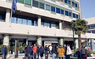 Την περασμένη εβδομάδα, περίπου 50 φοιτητές ψήφισαν υπέρ της κατάληψης της σχολής και της πρυτανείας του ΑΠΘ και της αναβολής των εξετάσεων του χειμερινού εξαμήνου. Το Δ.Σ. του τμήματος Φυσικής αποφάσισε να μη γίνει μετάθεση των εξετάσεων, αλλά να συνεχιστούν σύμφωνα με το πρόγραμμα (φωτ. INTIME NEWS).