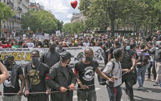 Οι διαδηλώσεις στη Γαλλία ύστερα από τη δολοφονία του μαύρου Τζορτζ Φλόιντ από λευκούς αστυνομικούς στην Αμερική και η εξάπλωση του κινήματος #MeToo έδειξαν την επίδραση των νεοαριστερών ρευμάτων στη νεολαία (φωτ. A.P. Photo/Rafael Yaghobzadeh).