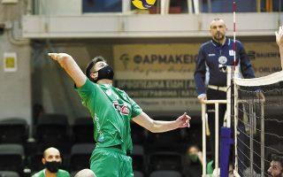 «Δεν είναι εύκολο να αγωνίζεσαι με μάσκα. Ομως ίσως είναι απαραίτητη», δηλώνουν στην «Κ» οι παίκτες του Παναθηναϊκού (φωτ. INTIME NEWS).
