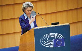 «Θα εργαστούμε με όλες μας τις δυνάμεις για να πετύχουμε τον στόχο, που είναι ο εμβολιασμός του 70% του ενήλικου πληθυσμού στην Ευρώπη ώς το τέλος του καλοκαιριού», τόνισε η Ούρσουλα φον ντερ Λάιεν κατά την ομιλία της στην ολομέλεια του Ευρωπαϊκού Κοινοβουλίου (φωτ. A.P. Photo / Francisco Seco).