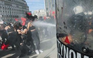 Ενταση επικράτησε χθες στο πανεκπαιδευτικό συλλαλητήριο, όπου διαδηλωτές επιτέθηκαν σε αστυνομικούς, που τους απώθησαν με χημικά (φωτ. INTIME NEWS).