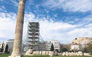 Μεταλλικά ικριώματα θα τοποθετηθούν σταδιακά και στους 16 σωζόμενους κίονες του ναού.