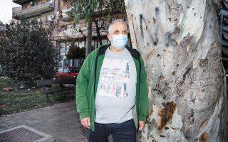 Περίπου 6.000 ευρώ χρειάστηκε να δαπανήσει ο κ. Χρήστος Κούλης για την αποκατάστασή του σε ιδιωτικό κέντρο. Ακόμα και σήμερα, σχεδόν έναν χρόνο μετά την εισαγωγή του σε ΜΕΘ, αντιμετωπίζει προβλήματα στη βάδιση. (Φωτ. ΑΛΕΞΙΑ ΤΣΑΓΚΑΡΗ)