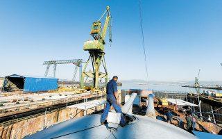 Η συνολική έκταση των ναυπηγείων είναι της τάξης των 650 στρεμμάτων, η μισή εκ της οποίας ανήκει στην ειδική διαχείριση και η άλλη μισή στην ΕΤΑΔ.