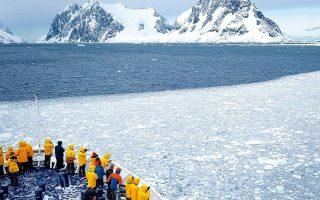 Καθώς οι πάγοι καταρρέουν, διάφορα ζωικά είδη μπορεί να μην καταφέρουν να ανταποκριθούν στις γρήγορες αλλαγές του περιβάλλοντος.