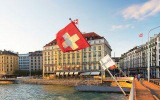 Καθώς οι φωνές για υψηλότερη φορολόγηση των πλουσίων πληθαίνουν, η Ελβετία δείχνει τον δρόμο. Υποχρεώνει τους κατοίκους της να υπολογίσουν την αξία των επενδύσεών τους, των ακινήτων τους, των οχημάτων τους, των έργων τέχνης που έχουν στην κατοχή τους (φωτ. Shutterstock).