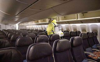 «Οι χώρες που ήταν πραγματικά αποτελεσματικές στον έλεγχο της πανδημίας, το πέτυχαν, καταστρέφοντας τις διεθνείς μετακινήσεις», τονίζουν στελέχη του κλάδου των αερομεταφορών (φωτ. EPA).