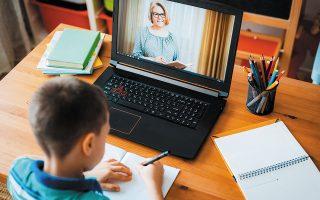 Υπολογίζεται ότι πάνω από 100 εκατ. ευρώ θα διατεθούν για την αγορά ηλεκτρονικών υπολογιστών σε περισσότερα από 500.000 παιδιά, ώστε να βοηθηθούν στην τηλεκπαίδευση.