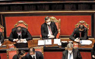Ο εντολοδόχος Ιταλός πρωθυπουργός Μάριο Ντράγκι παρουσίασε το πρόγραμμα της κυβέρνησής του ενώπιον της Γερουσίας, ενώ παραλλήλισε τις προκλήσεις της πανδημίας και της κλιματικής αλλαγής με εκείνες που αντιμετώπισαν οι πρώτες μεταπολεμικές κυβερνήσεις της χώρας (φωτ. EPA).