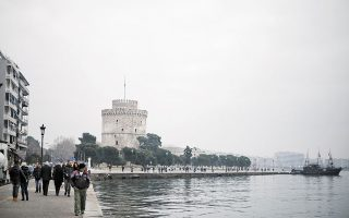 Η μελέτη του Αριστοτελείου Πανε-πιστημίου για τα αστικά απόβλητα όχι μόνον εντοπίζει το ιικό φορτίο στα λύματα της Θεσσαλονίκης, αλλά και το ποσοτικοποιεί (φωτ. INTIME NEWS).
