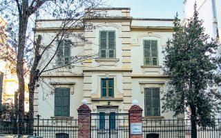 Το διατηρητέο οίκημα του Κέντρου Διαφύλαξης Αγιορείτικης Κληρονομιάς (ΚεΔΑΚ) στην οδό Πραξιτέλους 7 και Ζαΐμη, γνωστό ως οικία Παπακωνσταντίνου. (Φωτογραφίες: Στέφανος Πασβάντης)