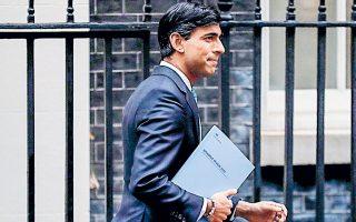 Παρά το μεγάλο έλλειμμα, εντείνονται οι πιέσεις στον υπουργό Οικονομικών Ρίσι Σουνάκ για να το διογκώσει περαιτέρω, παρατείνοντας τα προγράμματα στήριξης λόγω της πανδημίας.