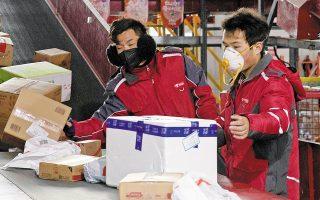 Το 2021 οι ηλεκτρονικές πωλήσεις λιανικής στην Κίνα θα αντιπροσωπεύουν το 52,1% του συνόλου. (Φωτ. AP)
