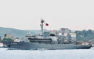 Η ελληνική πλευρά επισημαίνει ότι το πλησιέστερο ίχνος μαχητικού αεροσκάφους από το τουρκικό πλοίο «Τσεσμέ» απείχε 10 ναυτικά μίλια. (Φωτ. REUTERS / Yoruk Isik)