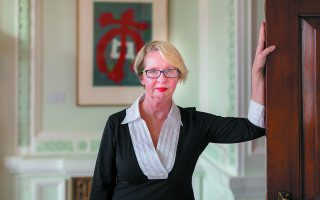 Η Τζοάνα Μπερκ είναι καθηγήτρια Ιστορίας στο Πανεπιστήμιο Μπίρμπεκ του Λονδίνου.