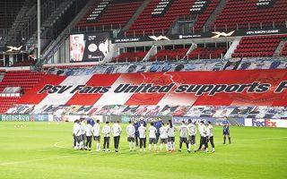 Η ελληνική ομάδα προπονήθηκε χθες στο «Philips Stadium», εκεί όπου απόψε θα προσπαθήσει να υπερασπιστεί το 4-2 του πρώτου αγώνα και να πάρει το εισιτήριο για τους «16» του Γιουρόπα Λιγκ. (Φωτ. ΙΝΤΙΜΕΝΕWS)