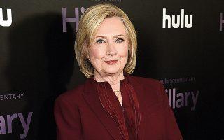 Το πρώτο της μυθιστόρημα γράφει η Χίλαρι Κλίντον μαζί με τη συγγραφέα Λουίζ Πένι. (Φωτ. (Photo by Evan Agostini / Invision/A.P., File))