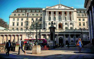 Οι διεθνείς εταιρείες χρηματοπιστωτικών υπηρεσιών έχουν μεταφέρει περιουσιακά στοιχεία αξίας 1,6 τρισ. δολαρίων και 7.500 θέσεις εργασίας από το Λονδίνο σε άλλες μητροπόλεις της Ε.Ε. τα τελευταία πέντε χρόνια. Φωτ. A.P.