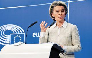 Η Ούρσουλα φον ντερ Λάιεν επέμεινε στο «πιστοποιητικό εμβολιασμού», λέγοντας ότι η Ε.Ε. πρέπει να προλάβει σχετικές πρωτοβουλίες των Google και Apple. (Φωτ. A.P. Photo / Olivier Matthys)