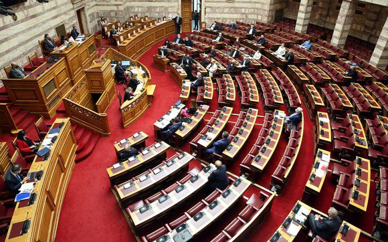 Στο «κόκκινο» η ένταση εντός της Βουλής