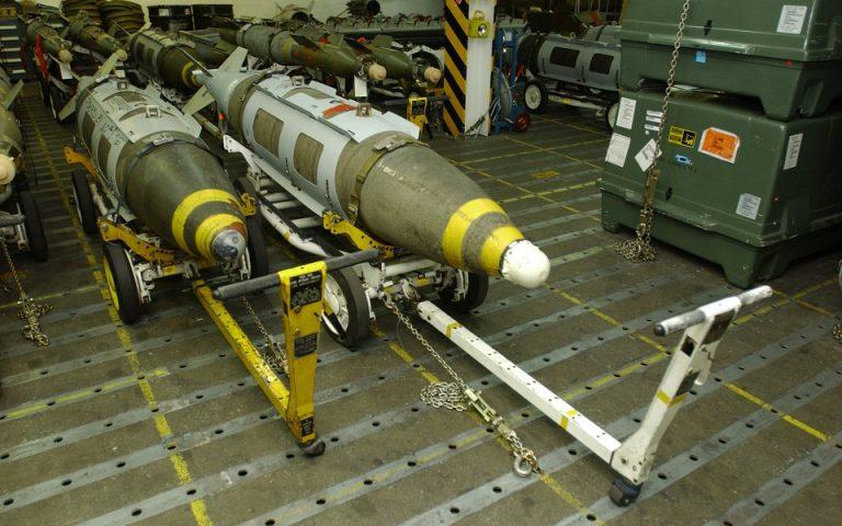 Επτά αμερικανικοί πύραυλοι JDAM  έπληξαν την περιοχή κοντά στα συροϊρακινά σύνορα (φωτ.: US Navy)