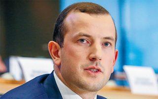 «Το Ταμείο Ανάκαμψης είναι μια εξαιρετική ευκαιρία για τη δημιουργία δομών και υποδομών. Η κυκλική οικονομία θα πρέπει να αποτελέσει κομβικό στοιχείο του ελληνικού σχεδίου», λέει ο Βιργκίνιους Σινκέβιτσους.  Φωτ. EUROPEAN UNION