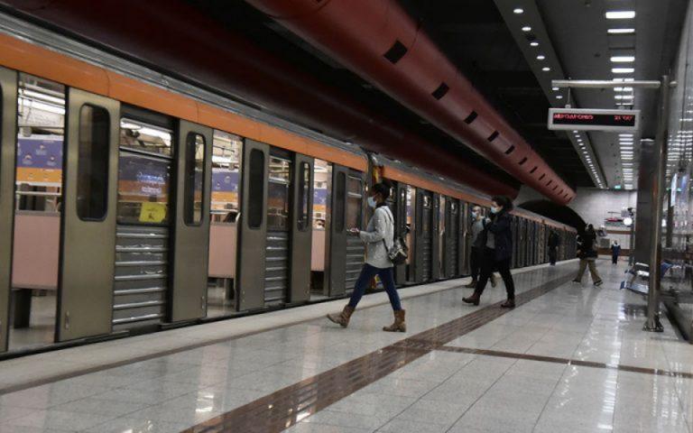 kleinoyn-to-apogeyma-oi-stathmoi-toy-metro-panepistimio-kai-syntagma-561274936