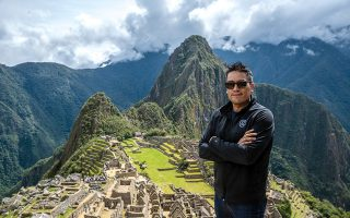 Ο Bruce Poon Tip στο Μάτσου Πίτσου, στο Περού. ©G ADVENTURES INC.