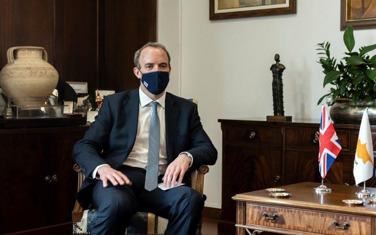 Ευελιξία ζητά ο Βρετανός υπουργός Εξωτερικών στην Κύπρο