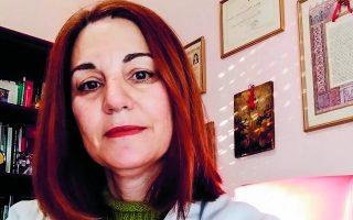 «Επειδή έχουμε το λιμάνι της Πάτρας δίπλα, ήταν σχεδόν βέβαιο ότι θα έρθει και σε εμάς. Το περιμέναμε από την Ιταλία, μας ήρθε από το Ισραήλ», θυμάται η κ. Γεωργοπούλου, η οποία διατηρεί ιατρείο στην Αμαλιάδα.