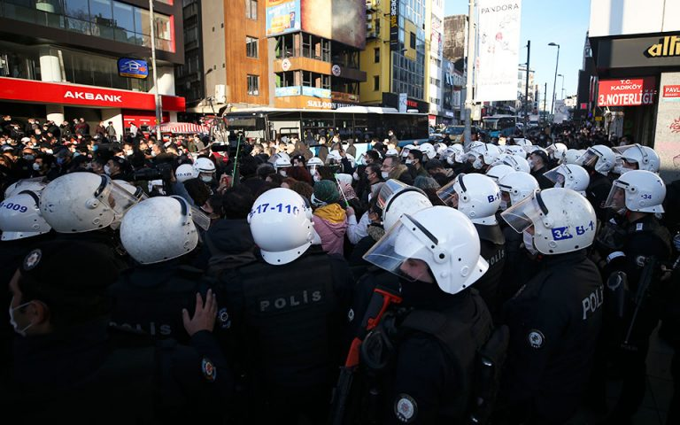 Κλιμακώνεται η εξέγερση Τούρκων φοιτητών