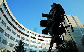 Το καλοκαίρι του 2016, υποψήφιοι ιδιοκτήτες τηλεοπτικών σταθμών και εκπρόσωποί τους απομονώθηκαν για μέρες στο κτίριο της Γενικής Γραμματείας Ενημέρωσης (φωτ.), όπου διεξαγόταν η διαγωνιστική διαδικασία, η οποία είχε προβληθεί ως κορυφαία πράξη εφαρμογής του νόμου. Σήμερα, οι άγνωστες πτυχές που καθόρισαν τις κυβερνητικές αποφάσεις της εποχής εκείνης αναμένεται να απασχολήσουν τη Βουλή... Φωτ. INTIME NEWS