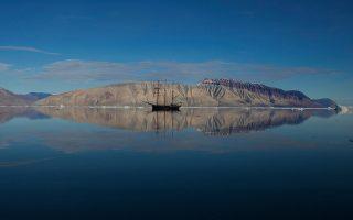 «Αποστολή στην άκρη του κόσμου», στα παγόβουνα της βορειοανατολικής Γροιλανδίας, του Ντάνιελ Ντέντσικ (Δανία - Σουηδία, 2013). Μία από τις ταινίες του αφιερώματος του 23ου Φεστιβάλ Ντοκιμαντέρ Θεσσαλονίκης στο «Ταξίδι».