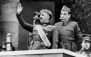 Ο στρατηγός Φράνκο στη νικητήρια παρέλαση 250.000 ανδρών μετά τον Εμφύλιο. Φωτ. ASSOCIATED PRESS