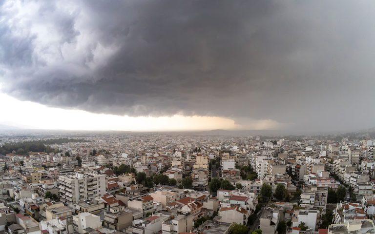 Βροχές και τοπικές καταιγίδες την Τρίτη