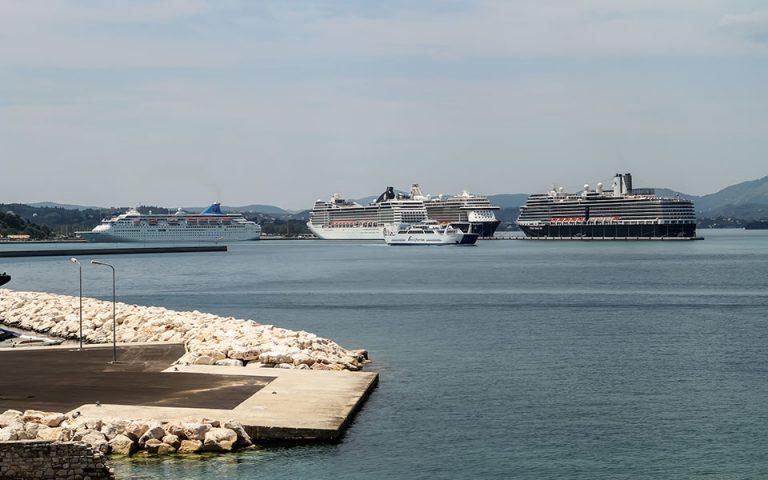 «Δεμένα» τα πλοία ανοιχτού τύπου στην Κέρκυρα και την Ηγουμενίτσα