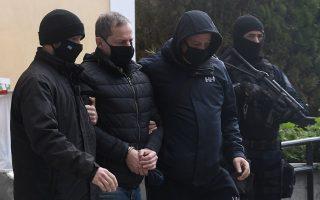 Ο γνωστός ηθοποιός και σκηνοθέτης του θεάτρου Δημήτρης Λιγνάδης συνελήφθη με ένταλμα των δικαστικών αρχών, κατηγορούμενος για βιασμό ανηλίκων κατά συρροήν (φωτ. INTIME NEWS).