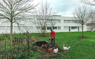 Δευτεροετής φοιτητής εν ώρα εργασίας στην «Ενωση Αειφόρου Ανάπτυξης» της πανεπιστημιούπολης της περίφημης γαλλικής École Polytechnique, μιας από τις κορυφαίες πολυτεχνικές σχολές του κόσμου.  Φωτ. ANDREA MANTOVANI / THE NEW YORK TIMES