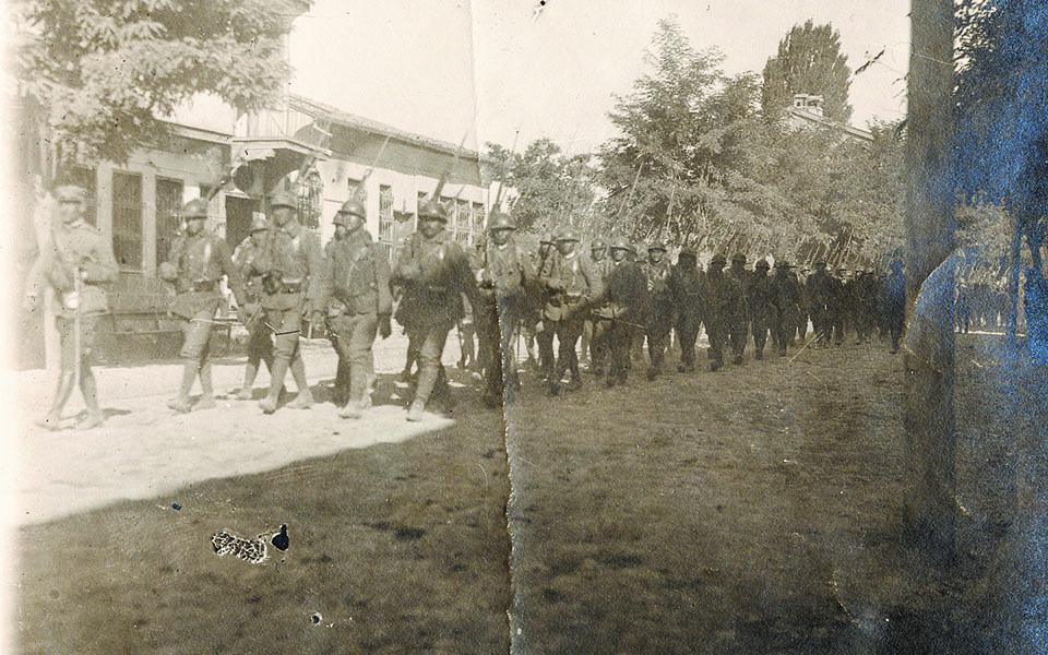 1921-mia-moiraia-chronia1