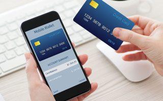 Μέσα σε μόλις ένα χρόνο ο αριθμός των ενεργών χρηστών του mobile banking αυξήθηκε κατά 1,2 εκατ. άτομα (φωτ. Shutterstock).