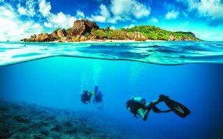 Στις Σεϋχέλλες, ένα σύμπλεγμα από 115 καταπράσινα νησιά, βρίσκονται μερικοί από τους τελευταίους παρθένους κοραλλιογενείς υφάλους του κόσμου. Φωτ. SHUTTERSTOCK