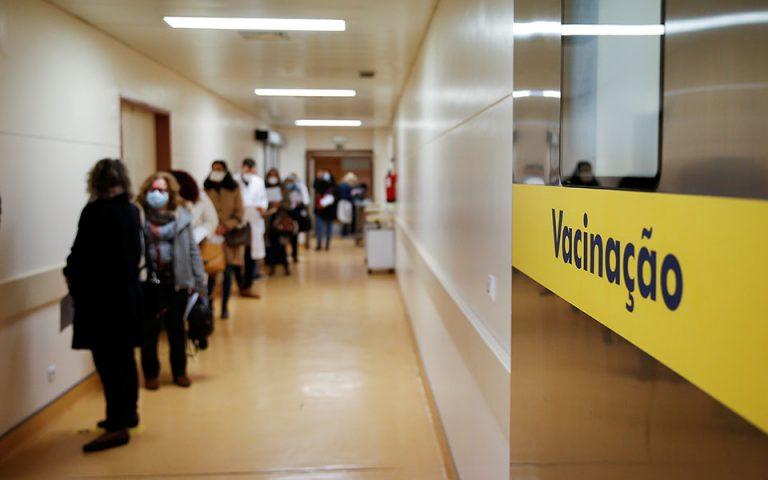 Εμβόλιο AstraZeneca: Σύσταση για χρήση στους κάτω των 65 και στην Πορτογαλία