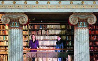 Η ηθοποιός Αμαλία Μουτούση και ο συνθέτης Δημήτρης Καμαρωτός συμπράττουν στη συμπαραγωγή του Κέντρου Πολιτισμού Ιδρυμα Σταύρος Νιάρχος και της Εθνικής Βιβλιοθήκης της Ελλάδος, η οποία κάνει πρεμιέρα στις 26 Φεβρουαρίου. Φωτ. ΓΙΩΡΓΗΣ ΓΕΡΟΛΥΜΠΟΣ