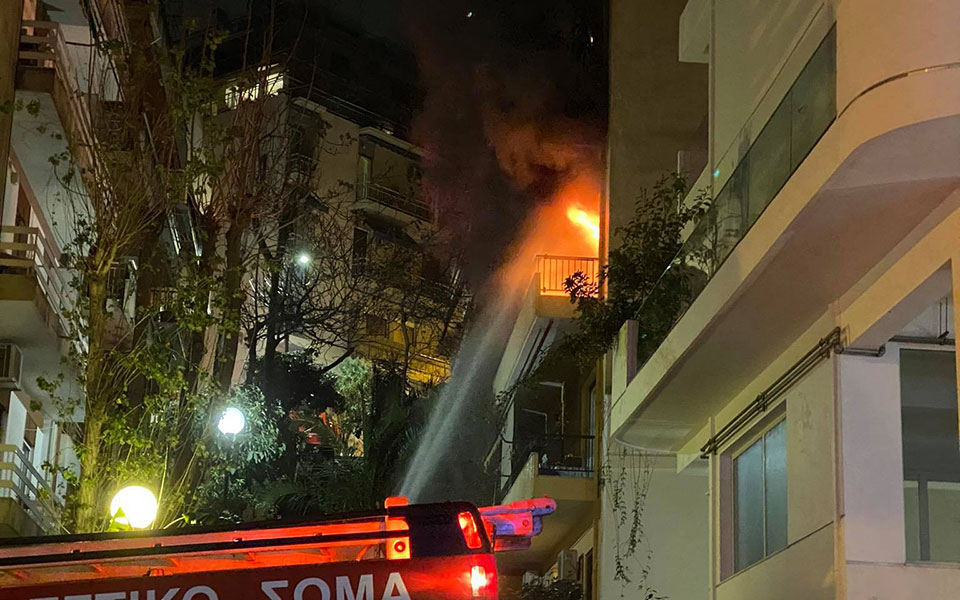 Πυρκαγιά σε διαμέρισμα στο Παγκράτι – Απεγκλωβισμός ενοίκων