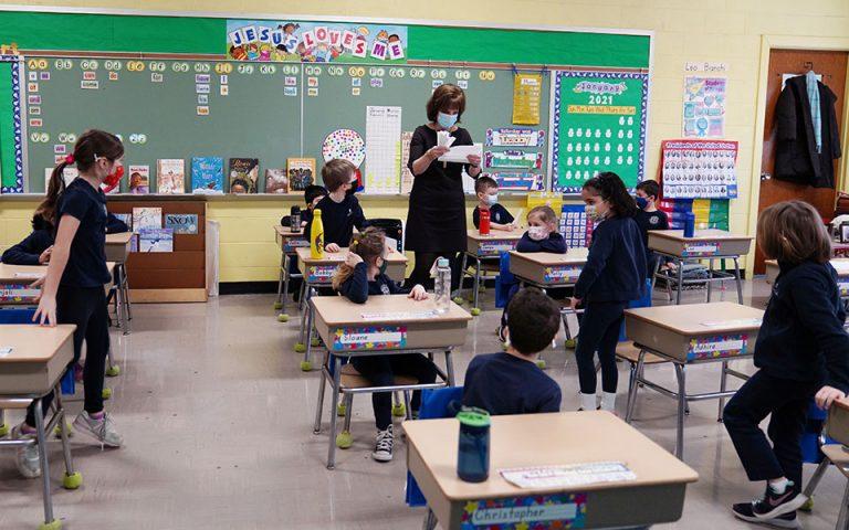 ΗΠΑ: Τα CDC συνιστούν επαναλειτουργία των σχολείων με χρήση μάσκας