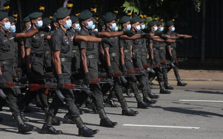 Κάλεσμα στα όπλα: Περνούν την πανδημία στο στρατό