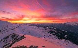 Δειλινό στην κορυφή Τσμι. Εδώ πάνω, με Covid-19 ή χωρίς, έχει πάντα ησυχία. © ΚΩΝΣΤΑΝΤΙΝΟΣ ΒΑΣΙΛΑΚΑΚΟΣ