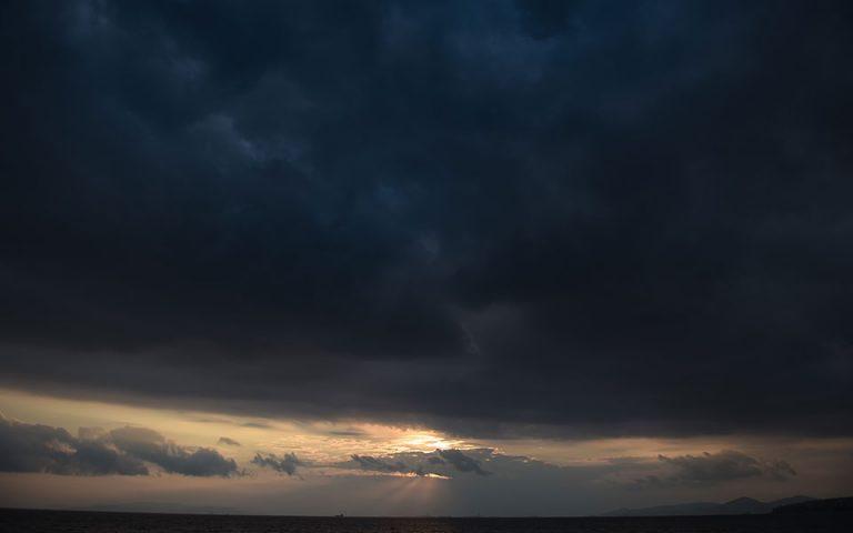 Βροχερός ο καιρός – Κατά τόπους ισχυρά φαινόμενα