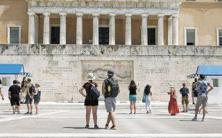 Το στοιχείο του τουρισμού, που ήταν και το μεγάλο μειονέκτημα της Ελλάδας το 2020, εκτιμάται ότι θα αποτελέσει το πλεονέκτημα για την ανάκαμψη αργότερα μέσα στο έτος, ωθώντας μεγάλους επενδυτικούς οίκους να αυξήσουν την έκθεσή τους στις ελληνικές μετοχές, στέλνοντας ένα ισχυρό σήμα στα ξένα χαρτοφυλάκια.