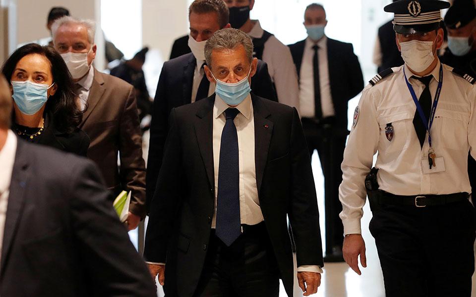 Με έφεση κατά της δικαστικής απόφασης θα προχωρήσει ο Σαρκοζί